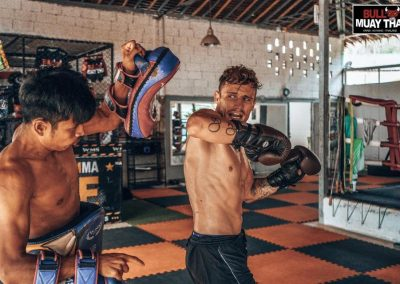 muay-thai-intense-private-training-session-guy-elbow